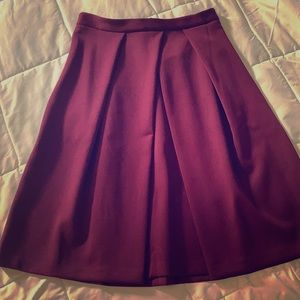 Beautiful burgundy skirt. With pockets!!!